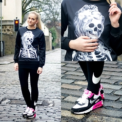Angelika Martko - Sweatshirt, Nike Air Max, Nike Leggins - SKELETON GIRL