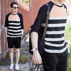 Douglas Brandão - Ui Gafas Sunglasses, Tricky Hips Striped T Shirt, Tricky Hips Black Shorts, Converse White Leather Coverse Sneakers, Daniel Wellington Watch, Colcci Backpack - Neon Stripes!