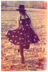 Lou M. - Hell Bunny Rockabilly Dress, Steve Madden Western Boots - Eagles, buffaloes and wolves