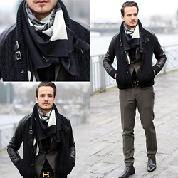 I N F A S H I O N I T Y a style story - J Lindeberg Chelsea Boots, Yarnz New York Cashmere Scarf - COLD