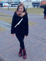 Iza Fugen - Dr. Martens Cherry, H&M Scarf, H&M Coat, Forever 21 Leggings, H&M Crossbody Bag - Hello Toronto!