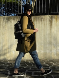 Veronica Vannini - Zara Coat, Ovs Backpack, Zara Jeans, H&M Shoes - Cold and sunshine