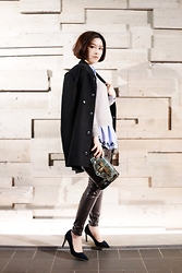 Dorothy Chang - Ne.Sense Bomber, H&M Pale Blue Shirt, Dresscodetw Insect Crossbody Bag - Fade color