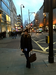Nina Isabella P - Woolrich Arctic Parker, Louis Vuitton Neverfull Mm, Ugg Boots - London Calling