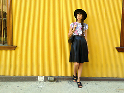 Paz Halabi Rodriguez - H&M Hat, Primark Mickey Mouse T Shirt, Breshka Faux Leather Midi Skirt, Natura Uggly Shoes, Vintage Bag - Faux leather midi skirt