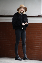 Lidia Nawara - River Island Fur, Misbhv Turtleneck, Zara Shoes - SUNDAY - ALL BLACK / MISBHV TURTLENECK