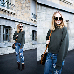 TIPHAINE MARIE - Sweater, Jeans, Boots, Sunnies - Nineties.