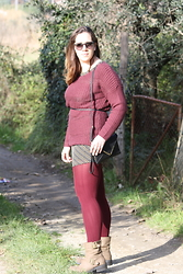 Angelica Giannini - Tezenis Pull, Calzedonia Collant, Ray Ban Occhiali Da Sole - Burgundy Total look