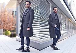 David Fernandez - H&M Sunglasses, H&M Beannie, H&M Coat, H&M Sweat, H&M Shirt, H&M Jeans - LEON