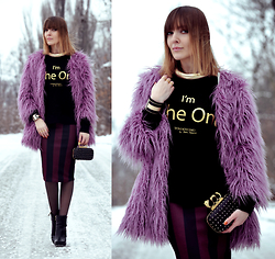 EWELYN D. - Frontrowshop Fur, Bershka Skirt, Aldo Purse - Big Pink FUR with gold details