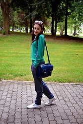 Iva S. - Springfield Dot Pants, Converse All Star, Bag, S. Oliver Green Jumper - Green&blue