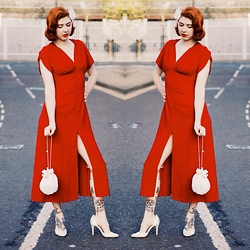 Pip Jolley - Tara Starlet Anita Dress, Vintage Bag, New Look Court Shoes - Twelve
