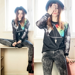 Agata P - Style Moi Stylemoi Pink Floyd Sweatshirt, Primark Jeans - The Sweet Smell Of A Great Sorrow