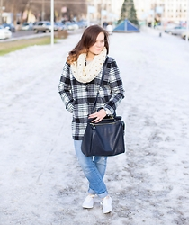 Jane Khodos -  - Plaid Coat