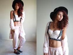 Alexis Brooks - Calico Wide Brim Hat, Deandri Beltspender Harness, H&M Bustier, H&M Fluffy Cardigan, Crystal & Casings Necklace, Zara Trousers, Topshop Skater Shoes - POWDER PINK WINTER