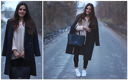 Alves Elodie - H&M Coat, Guess? Bag, Nike, H&M Sweater - Gray Coat