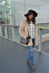 Laura C - Michael Kors Bag, Warehouse Jeans, New Look Jacket, Warehouse Shirt, Primark Hat - Another fluffy jacket // StylishVue