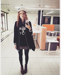Minni Välipakka - Bikbok Cap, Gina Tricot Jacket, Boy London Shirt, Vagabond Shoes - Best selfie mirror in school