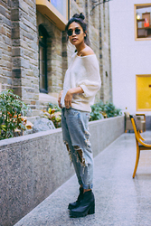 Kris S. - Bdg Slim Boyfriend Jean Destroyed, Miista Virginia Zip Front Heeled Ankle Boots, Zerouv European Retro Frameless Round Sunglasses - 0 1 2 3