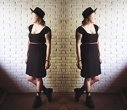 Bella Rodriguez - Polarbears Diy Dress, Complot Skull Socks, Ebay Cut Out Boots, Wool Hat - Like it's your birthday