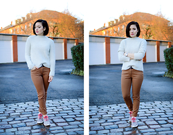 Yin Pang - Monki Sweater, H&M Pants, Nike Sneakers - Rumble