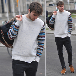 Tim Unterlauf - Tokyo Tigers Sweater, 55dsl Jeans, Zara Shoes, Primark Bag - Blogger Café Berlin