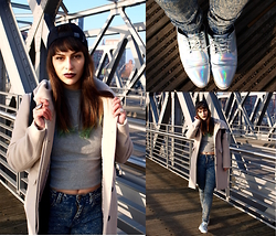 Andreina Andreina - Zara Coat, Topshop Turtleneck, Monki Lace Up Shoes, Urban Outfitters Jeans, H&M Cap, Muci Backpack - Keeping it simple