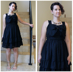 Badia Cupcake - Betsey Johnson Necklace, Baby The Stars Shine Bright Jsk, Asos Fairy Sandals - Little black (frilly) dress