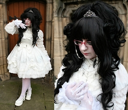 † Angel Vampire † - Bodyline L329, Bodyline L523, Bodyline Wrist Cuffs, Bodyline Lace Gloves, Lady Grace Lace Tights, Bodyline Shoes258, White Rosaries, Silver Crosses, Custom Made Sparkling Pearl Glasses Chain, Custom Made Cross Tiara - † Royal Guillotine †