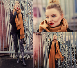 Elin Hansson - Monki Camel Colored Scarf, H&M Black Coat, H&M Stone Washed Denim, Lacquered Shoes - We'll have a moment of clarity