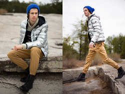 Dillan Moore - American Eagle Outfitters Cobalt Beanie, American Eagle Outfitters Metallic Puffer Jacket, American Eagle Outfitters Brown Joggers - Metallic Moment