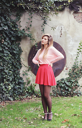 Cristina Siccardi - Bershka Pink Crew Neck Sweater, Bershka Red Skeater Skirt, Stradivarius Black Suade Pumps - Red Passion