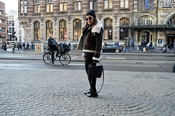 Anna Kotch - Mango Jacket, Zara Bag, Ray Ban Sunglasses - Hey