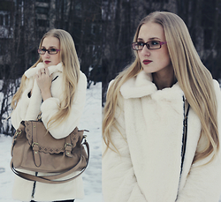 Anastasia Bakay - Oasap Fur Coat, Accessories Bag - White Rabbit