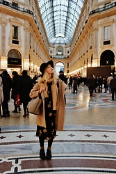 Elisa Bochicchio - H&M Hat, United Colors Of Benetton Scarf, United Colors Of Benetton Coat, Reve Bag, Calzedonia Tights, Calzedonia Socks, Dr. Martens Shoes - Ciao Milano!!