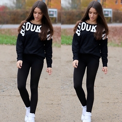 Sabrinamueller - H&M Brooklyn Pullover, H&M Gold Necklace, Nike Air Force, Forever 21 Black Leggins - Black and white