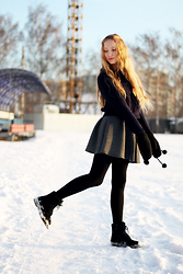 Julia Erm - H&M Sweater, H&M Gloves, Bershka Skirt - Beautiful weekend