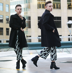 Paul Conrad Schneider - Club Monaco Coat, H&M Button Up, Topshop Floral Palazzo Pants, Zara Ponyhair Chelsea Boots - Into the Skyline.