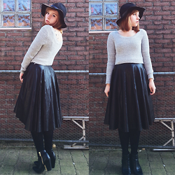 Kayleigh Hamer - Missguided Scoop Neck Crop Top, Choies Leather Skirt, H&M Wool Hat - There's something tragic about you