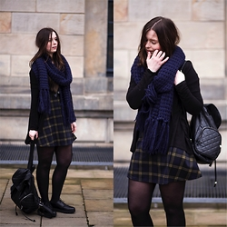 Laura - New Look Dress, Monki Scarf, New Yorker Backpack, New Look Shoes - Casual skater dress