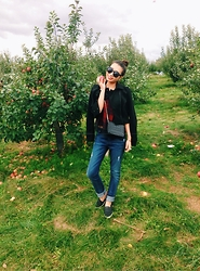 Rosie Lai -  - Rosie's first time apple picking!