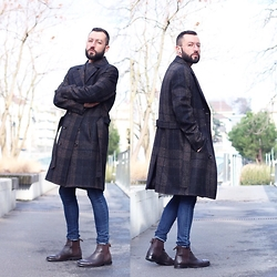 David Fernandez - Ray Ban Glasses, H&M Pullover, Zara Coat, H&M Jeans, Zara Boots - The coat