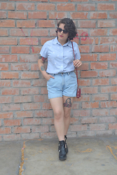 Andrea Quiñones - Levi's® High Waisted Vintage Shorts, Dailylook Cut Out Chunky Boots - Rude Boy