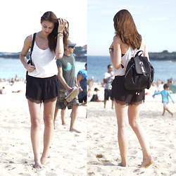Jacky -  - Coogee - Black and White Beach Look