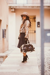 ManueLita - Mauro Grifoni Fur, Dolce & Gabbana Skirt, Louis Vuitton Bag, Giuseppe Zanotti Shoes, Chloé Sunglasses -  Ladylike ...