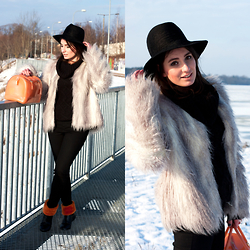 Anna Puzova - Furla Candy Bag, Wool Hat, Reserved Knit Sweater, H&M Faux Fur, H&M Skinny Jeans, Centro Bright Fur Boots - Splash of Orange