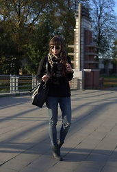 Kim S. - Mexx Cashmere Sweater, H&M Leopard Scarf, Ray Ban Sunglasses, Michael Kors Bag, Sacha Boots, We Fashion Ripped Denim - Basic Black