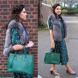 Yuiya @ Yukova Blog - Fur Vest, Dorothy Perkins Feather Print Shoes, Prada Bag, &Otherstories Green Dress - Green Dress with Pearl Necklace