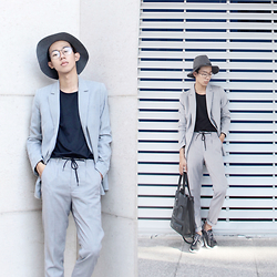 To Chu - Mango Grey Suit, Low Classic Seoul Pocket Bag, Nike Rosh Run - 5 shades of grey