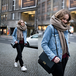 TIPHAINE MARIE - Jacket, Pants, Sweater, Sneakers, Bag, Scarf - Berlin.